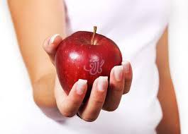 مصرف یک سیب = عدم مراجعه به پزشک